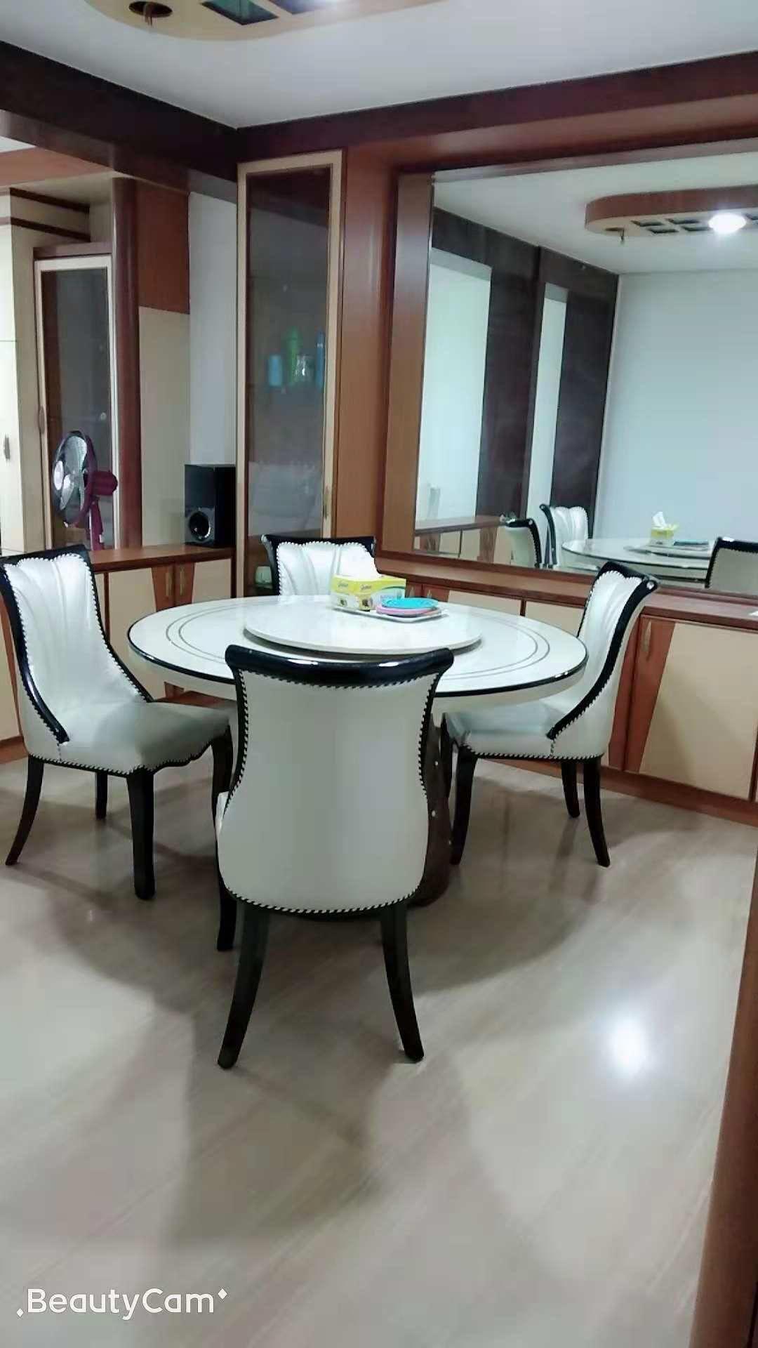 新加坡三巴旺房间出租,精美的客厅参桌照片