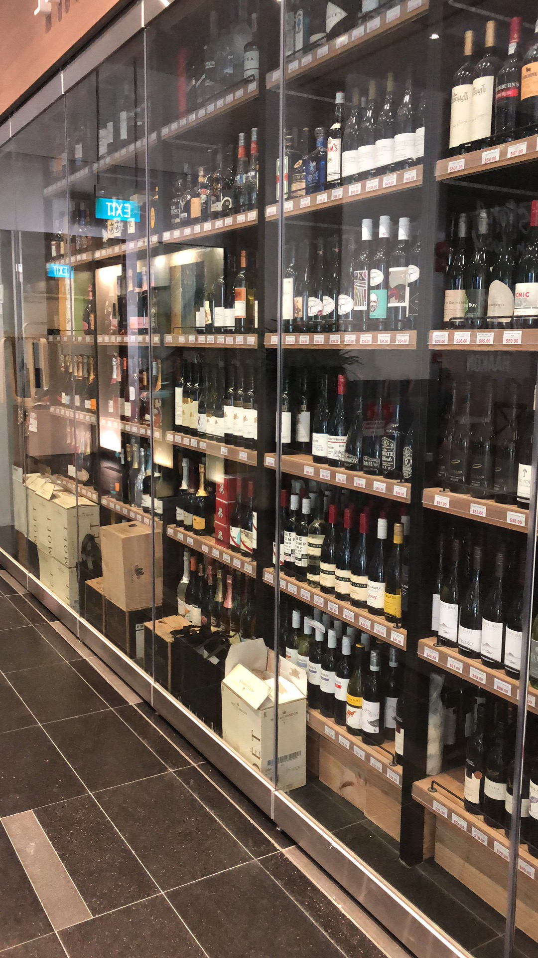 Wine-shope-in-One-raffles-place